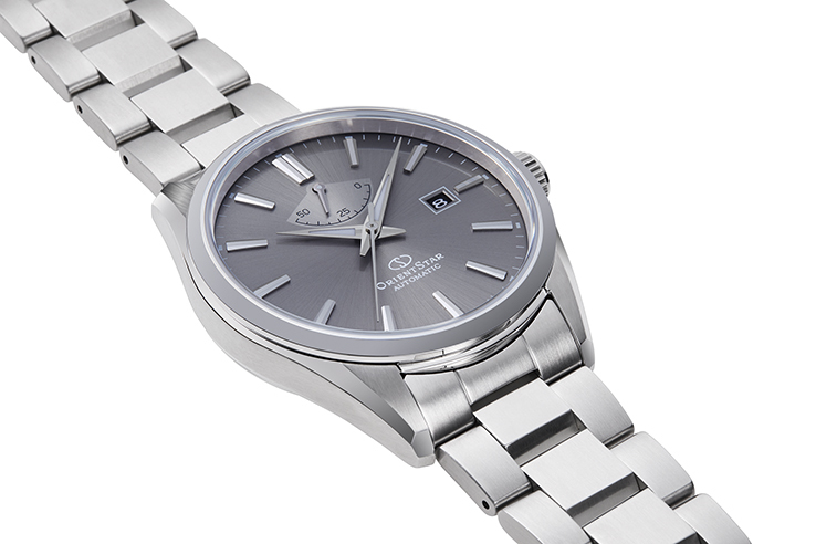 ORIENT STAR: Mechanical Contemporary Watch, Metal Strap - 42.0mm (RE-AU0404N)