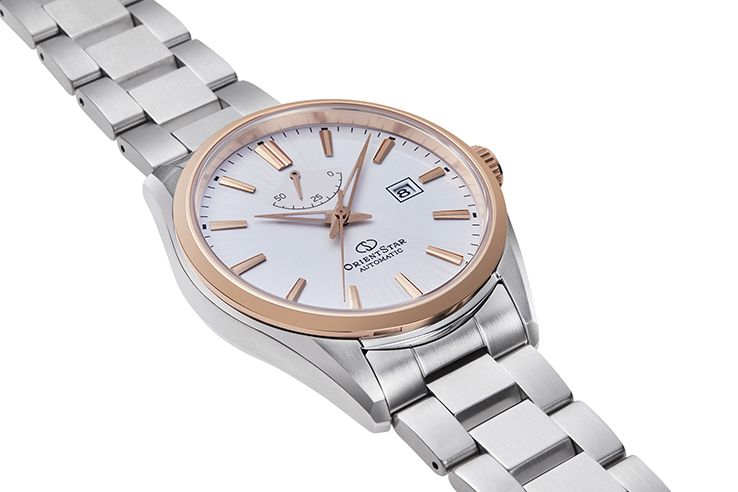 ORIENT STAR: Mechanical Contemporary Watch, Metal Strap - 42.0mm (RE-AU0401S)