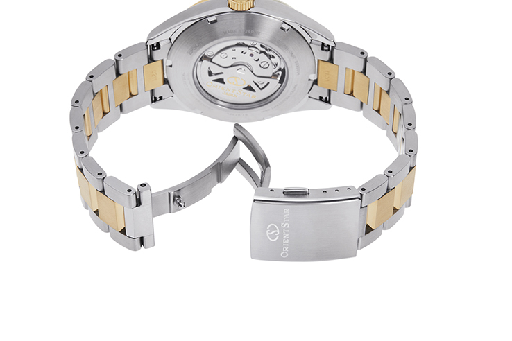 ORIENT STAR: Mechanical Contemporary Watch, Metal Strap - 42.0mm (RE-AU0405E)